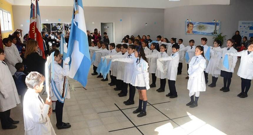 Alumnos de la Escuela Primaria Municipal realizaron un emotivo juramento a la bandera nacional