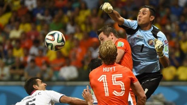 Costa Rica resistió en el partido, pero Holanda clasificó a semifinales del Mundial por penales