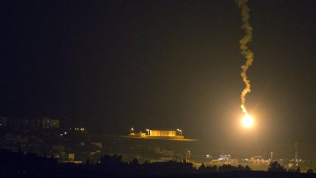 Decenas de bombardeos aéreos israelíes en Gaza en respuesta a los cohetes palestinos