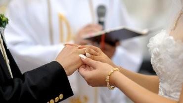 En 20 años, cayeron más de 60% los casamientos por iglesia