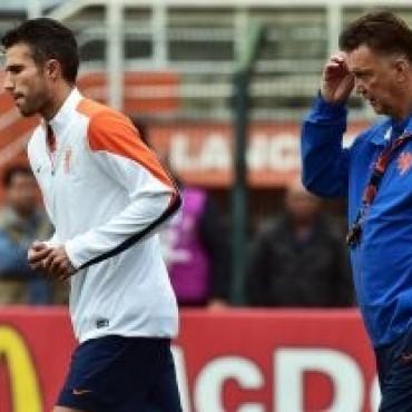 Van Persie está en duda para jugar ante la Argentina