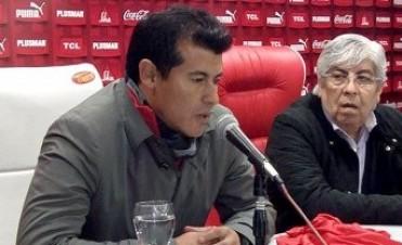 Moyano presentó a Almirón como nuevo DT de Independiente