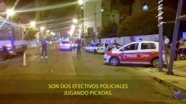 Corrían picadas, descubrieron que eran policías y los dejaron ir