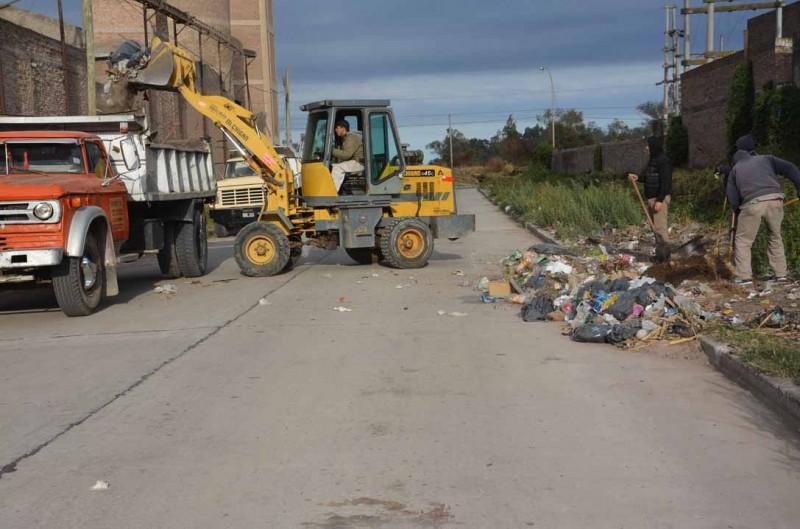 Servicios Públicos trabaja en la erradicación de basurales en distintos sectores de la ciudad