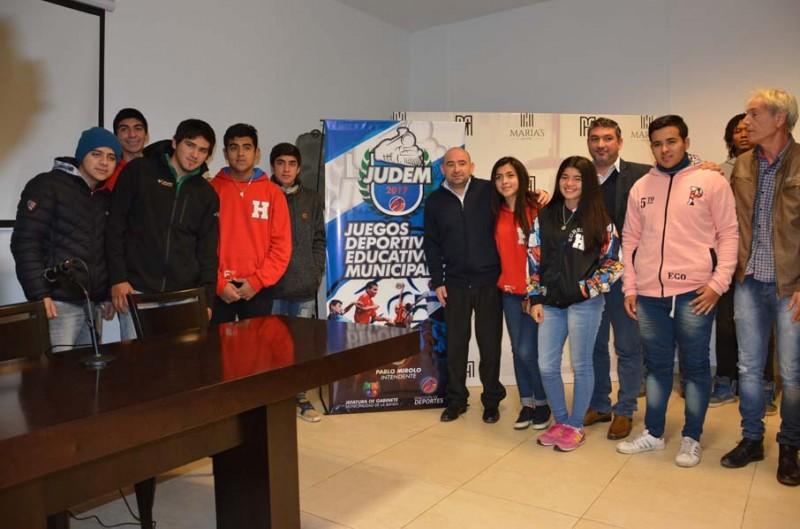El intendente Mirolo anunció los Primeros Juegos Deportivos Educativos Municipales