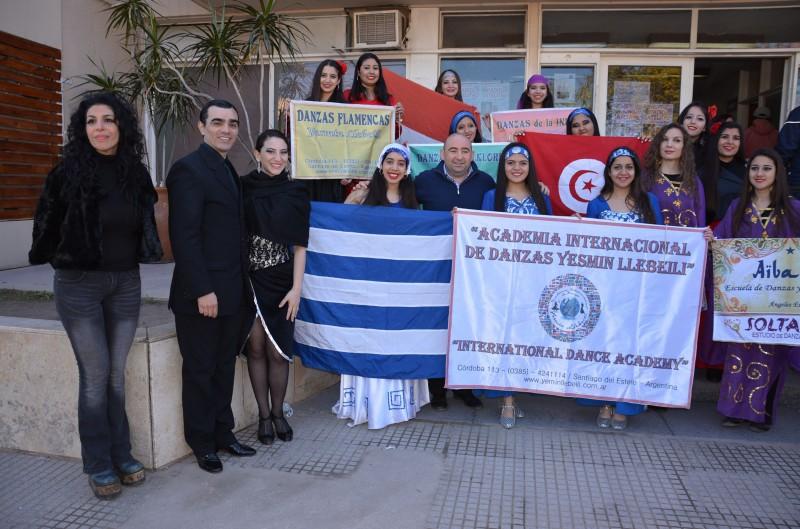 Con una intervención urbana se promocionó el 1º Festival Internacional de Danzas del Mundo
