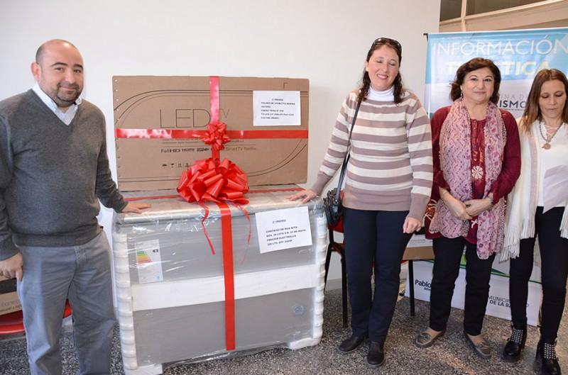 El municipio bandeño entregó premios a los contribuyentes cumplidores