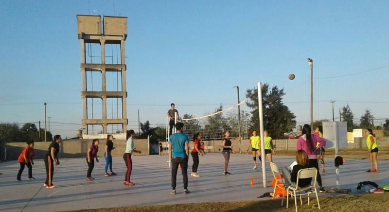 Se desarrolló con éxito el 1° Torneo de vóley estudiantil en el CIC