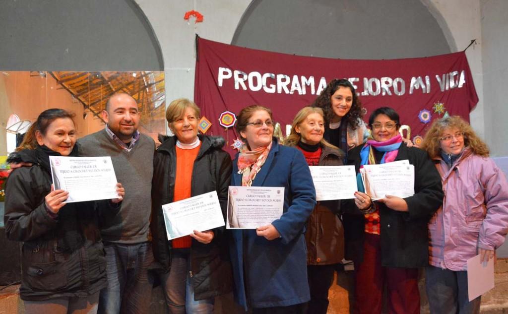 """Más de quinientos beneficiarios del programa municipal """"Mejoro mi vida"""" recibieron certificados de capacitación"""