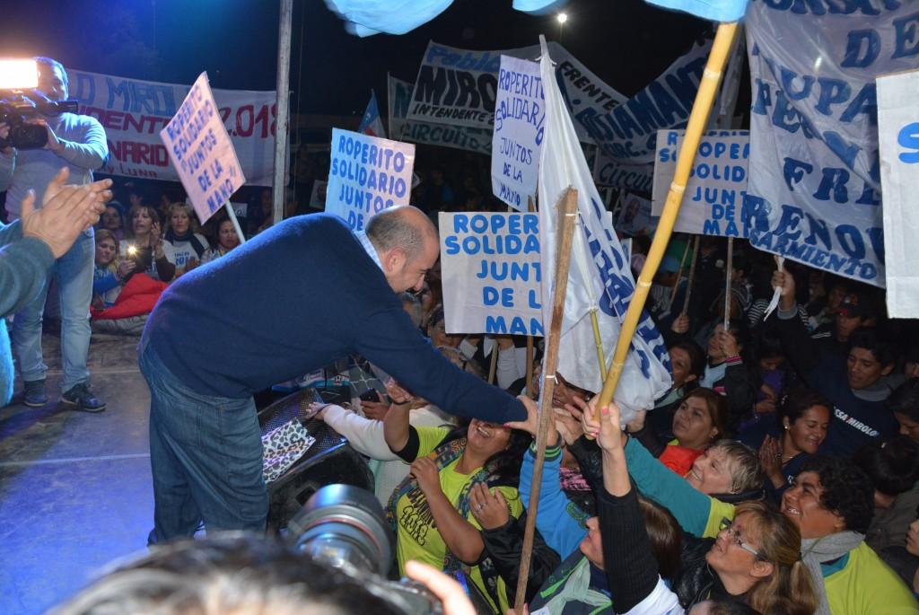 Pablo Mirolo recibió en el barrio El Cruce un fuerte respaldo de vecinos del circuito electoral 48