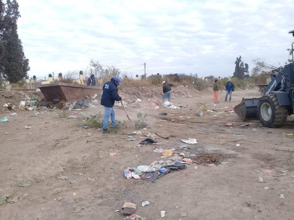 Intensifican las tareas de limpieza, desmalezamiento y recolección de residuos en los barrios