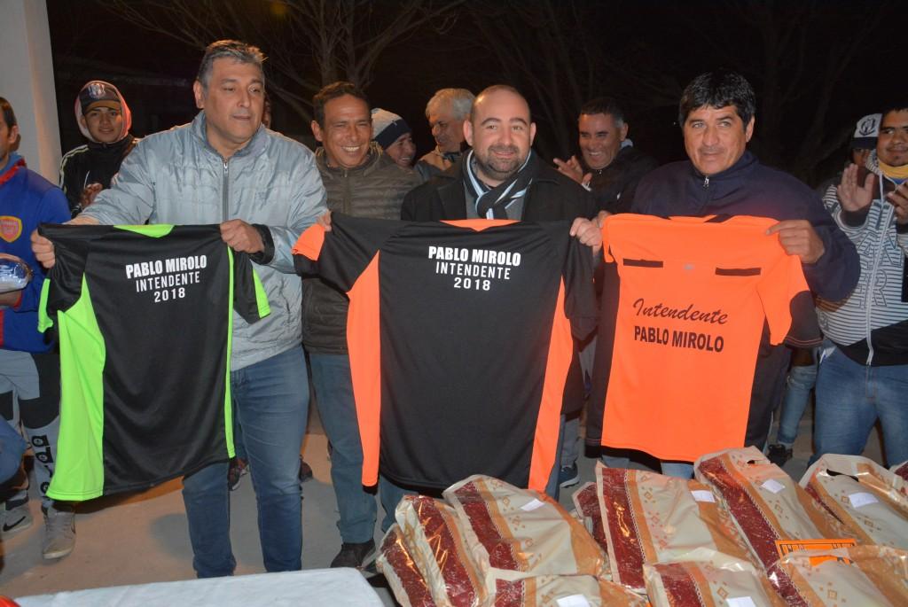 Mirolo entregó indumentaria deportiva a árbitros de la Liga Bandeña de Fútbol