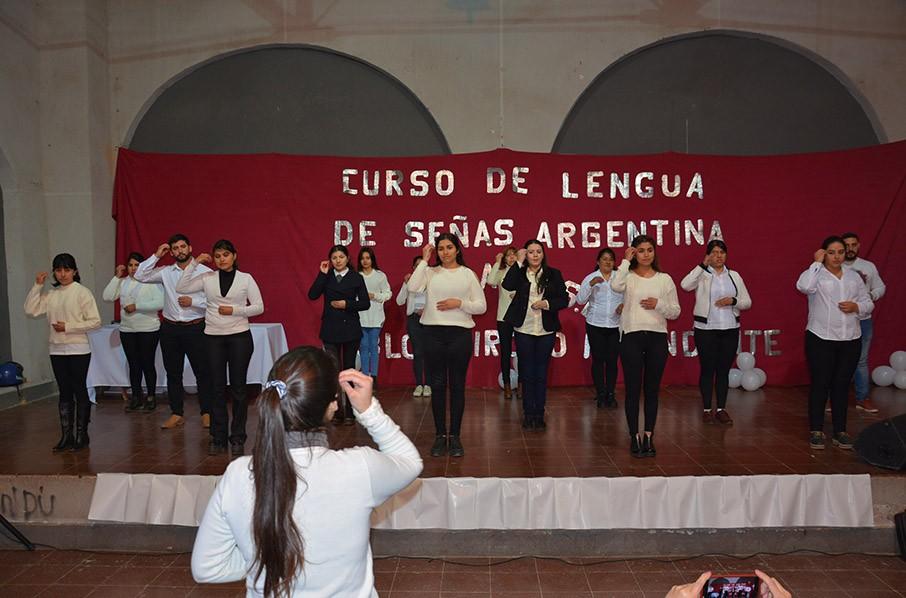 El Municipio entregó los primeros certificados del curso de Lenguaje de Señas