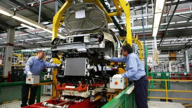 Bajaron en julio la producción de autos y las ventas de nacionales