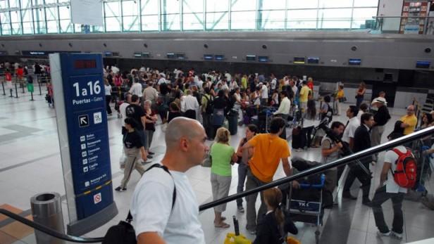 Una protesta de pilotos complica los vuelos de Aerolíneas y Austral
