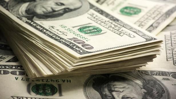 El dólar libre baja un centavo y se vende a $13,97 en la City