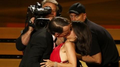 Ganó un Emmy y le comieron la boca de una manera muy fogosa