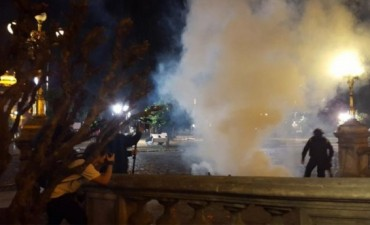Violenta represión a los manifestantes que protestaban por el fraude en Tucumán