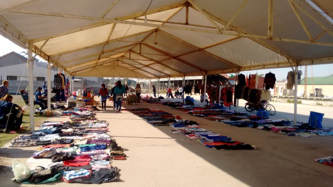 Calidad de Vida Municipal trabaja ordenando a vendedores ambulantes por la llegada del Día del Niño