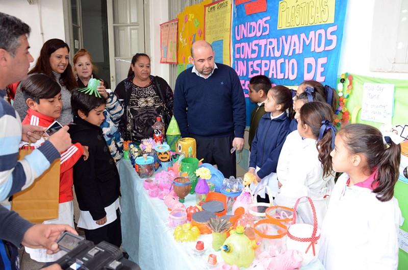Mirolo y la diputada Morales visitaron la Feria de las Ciencias de la Escuela Andrés Ferreyra
