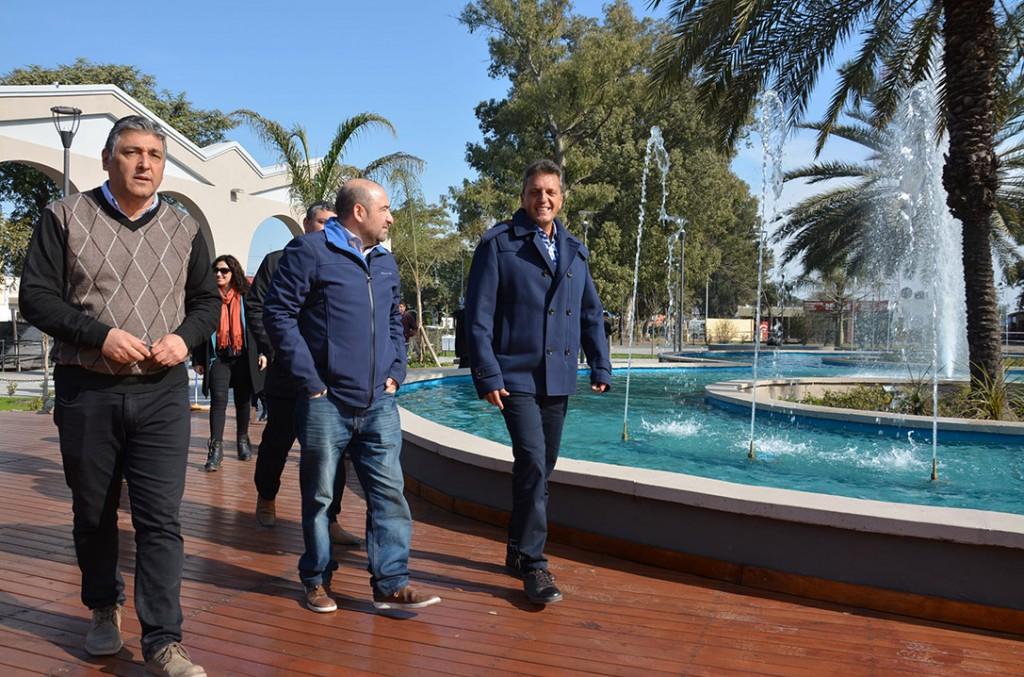 Mirolo y Massa recorrieron la renovada Plaza Mauricio Rojas previo a su inauguración
