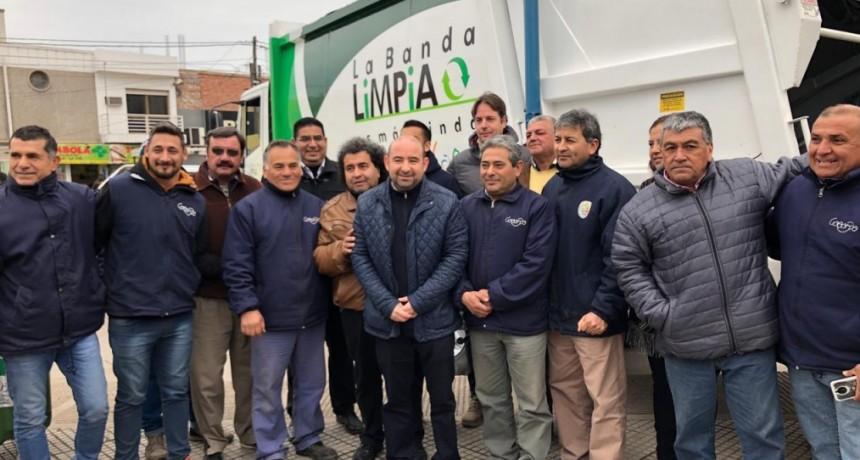 """Mirolo presentó un nuevo camión compactador para la campaña de """"La Banda limpia"""""""