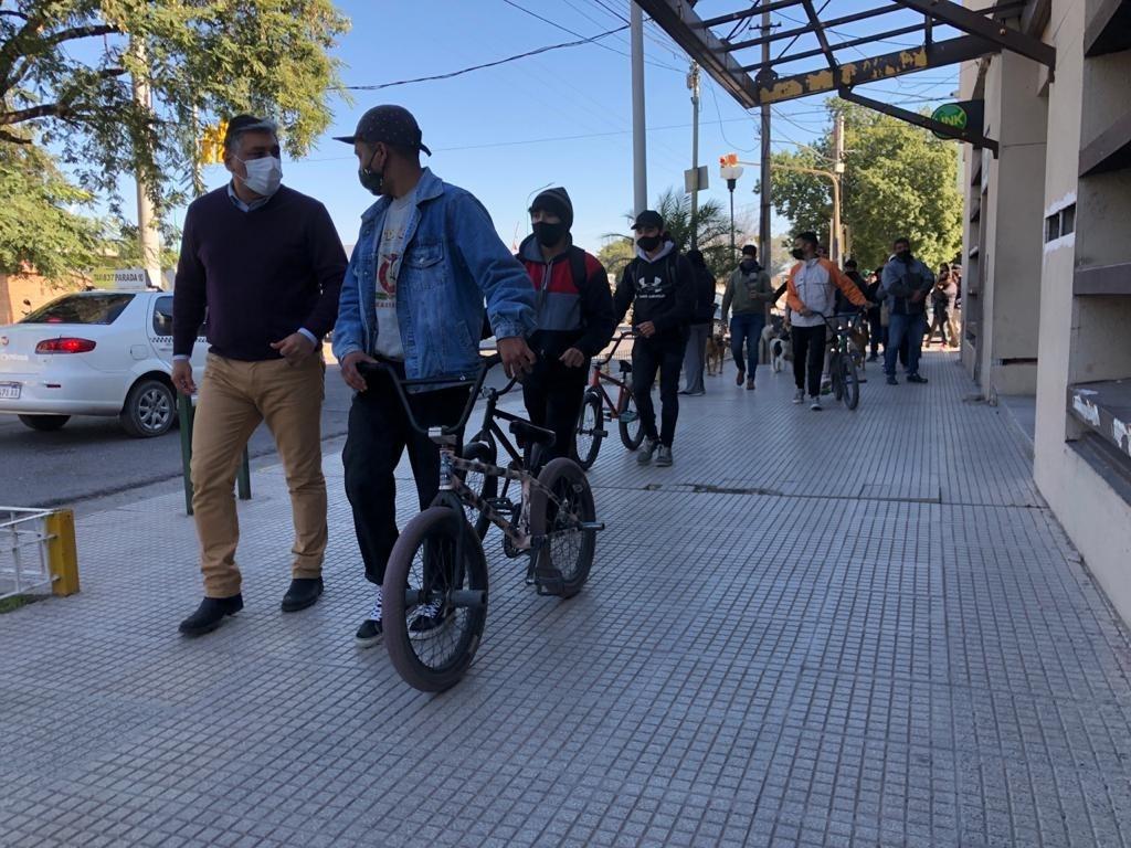 AFICIONADOS DEL BMX Y DEL SKATE FUERON RECIBIDOS EN EL MUNICIPIO