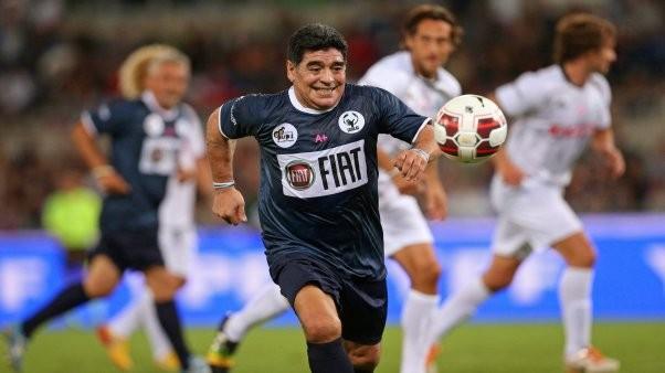 En el Partido por la Paz, Icardi anotó tres goles y venció al equipo de Maradona por 6-3