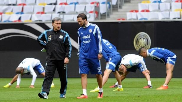 Martino sigue sin dar pistas sobre el equipo para su debut