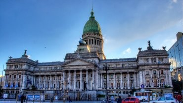 El kirchnerismo cambia: agregó Francia como domicilio de pago a los bonistas en el nuevo proyecto