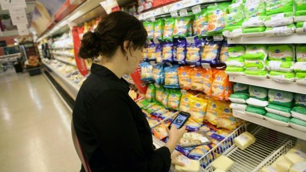 En agosto, las ventas en los supermercados crecieron 4,8% y en shoppings cayeron 2,5%