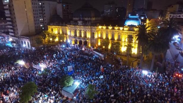 Tucumán: miles de personas marcharon con opositores por denuncias de fraude