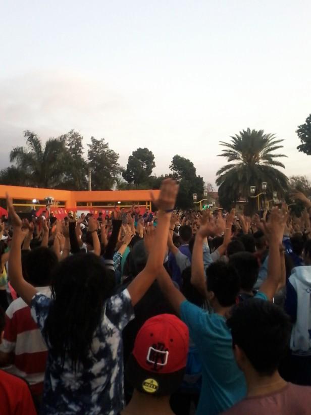 Miles de estudiantes festejaron en Plaza Belgrano