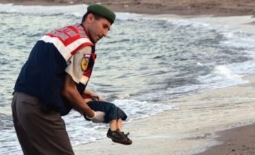 El niño migrante que perturba al mundo se llamaba Aylan Kurdi y tenía tres años