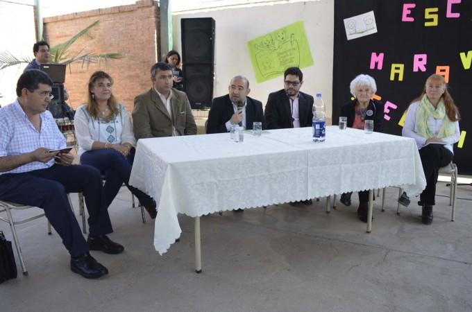 El intendente participó de la presentación de un libro escrito por alumnos de la Escuela Nº 375 del barrio Dorrego