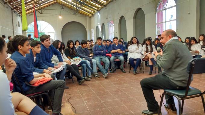 """El intendente puso en práctica el proyecto """"Poder Bandeño"""" con un centenar de alumnos de la Escuela Normal"""