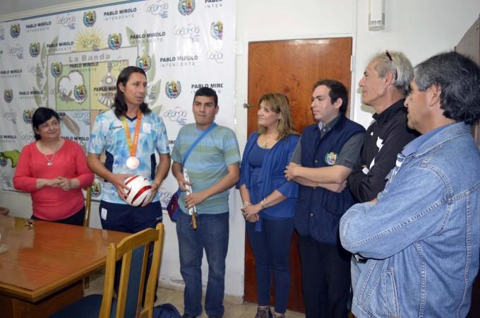 Campeón paralímpico visitó la Municipalidad de La Banda