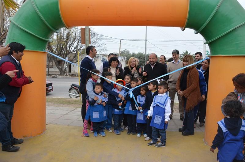 El intendente Pablo Mirolo dejó habilitada la renovada Plaza del Vagón