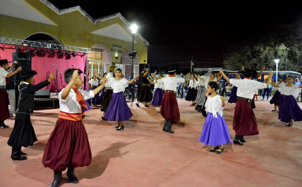 Música, danza y emprendedores en la Plaza Mauricio Rojas para seguir con los festejos por los 106 años de la ciudad