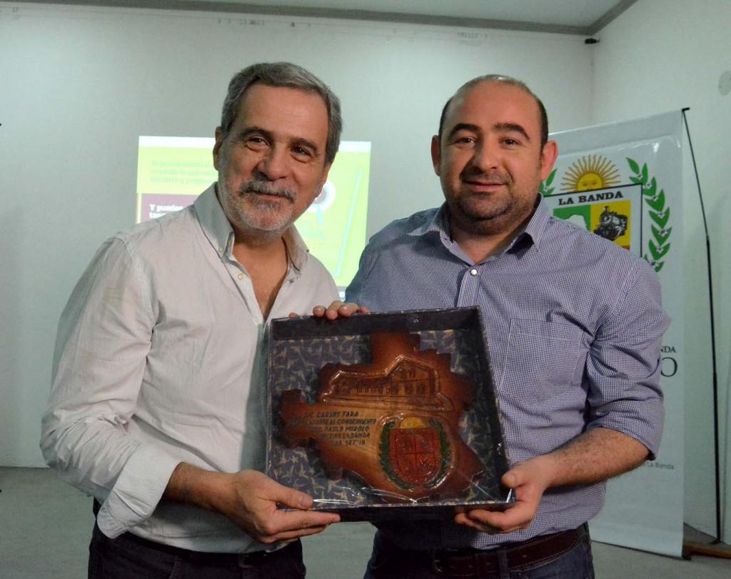 """Carlos Fara presentó su libro digital """"¿Cómo ser un consultor político?"""""""
