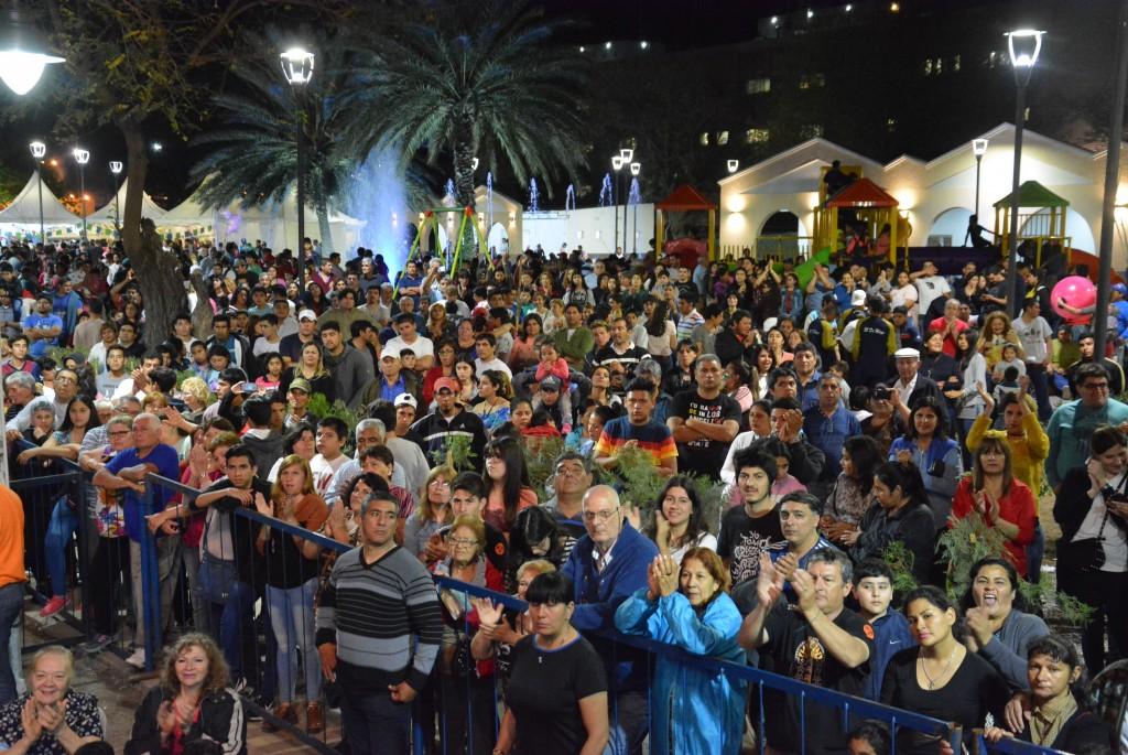Miles de bandeños le cantaron el feliz cumpleaños a su ciudad en una noche inolvidable