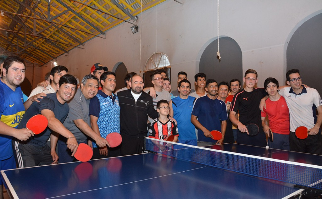 El tenis de mesa toma impulso en La Banda con la visita del entrenador del Seleccionado Nacional