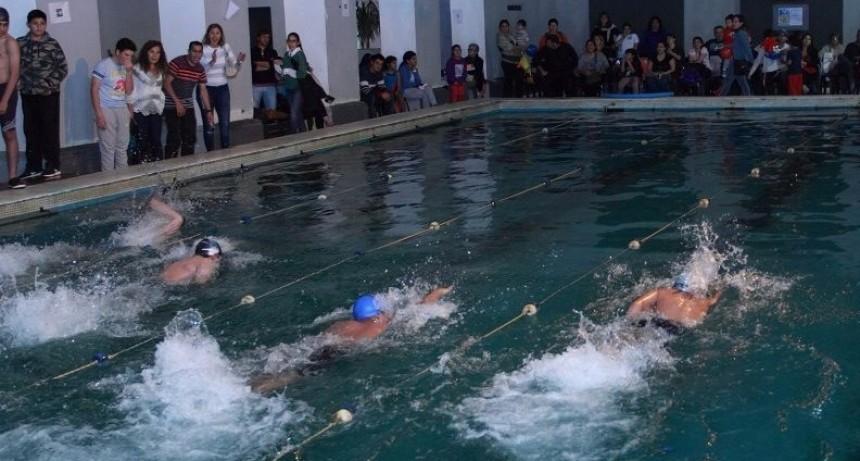 El municipio organiza un torneo de natación entre escuelas de toda la provincia