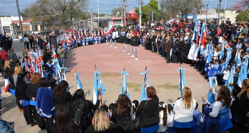 El municipio bandeño rindió homenaje a los maestros con un emotivo acto