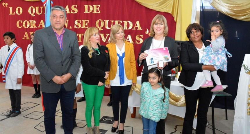 La Escuela Primaria Municipal rindió homenaje a las dos primeras docentes jubiladas de la institución