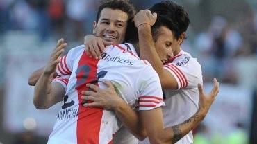 River goleó a Belgrano y mantiene la distancia sobre sus escoltas en la cima del campeonato