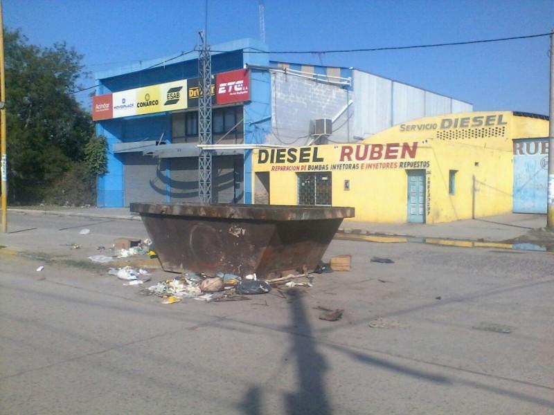 Reinstalan contenedores de desechos sobre avenida Aristóbulo del Valle