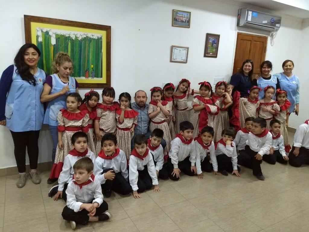 """Alumnos del Jardín de Infantes N° 3 """"María Adela Agudo"""" visitaron al intendente Mirolo"""
