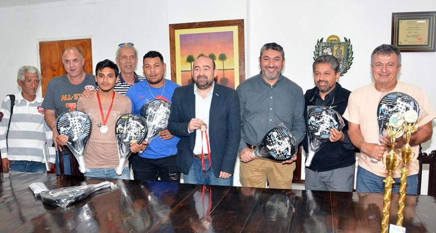 El municipio auspicia un torneo de padel a beneficio de Vicky Domínguez
