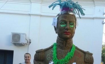 Sancionarán a los alumnos que travistieron un busto de San Martín en Mendoza